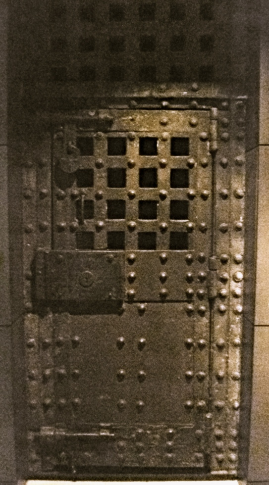 Newgate_Prison_door_(c.1780),_Museum_of_London
